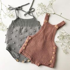 Extreme Cute Knitted Baby Rompers – Knitting And We Knitted Baby Clothes, Trendy Baby Clothes, Organic Baby Clothes, Crochet Clothes, Baby Outfits, Kids Outfits, Gender Neutral Baby Clothes, Baby Pullover, Romper Pattern