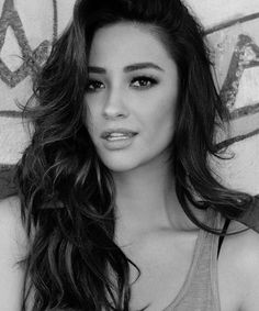 Shay Mitchell | Ethnicity: British (father), Filipino (mother)