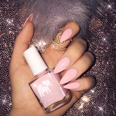 SUGAR  PUFF • Fresh claws using my fave color by @ellamilapolish  Use my code: Jade20 for 20% off + free shipping XO #stilettonails