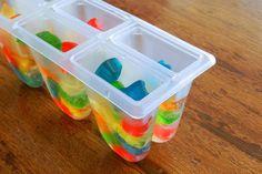 Colocar o Gummy Bear Fini nas Formas de Picolé e completar com Sprite