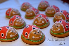 Cupcake Cakes, Cupcakes, Easter Recipes, Cookie Decorating, Baked Goods, Ladybug, Gingerbread, 3 D, Biscuits