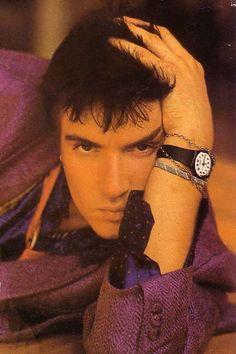 The purple coat! The friendship bracelet! The eyebrow!