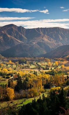 Travel Inspiration for New Zealand - Be mesmerised with the warm colours of Autumn Arrowtown NZ