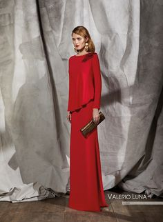 Vestido largo de #crep de línea sirena. #ValerioLuna #Invitadas #Invitadaperfecta #invitadadeboda #invitadasconestilo #madrina #rojo #Vestidorojo