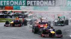 KUALA LUMPUR, MALAYSIA - MARCH 24: Sebastian Vettel of Germany and Infiniti Red Bull Racing leads the field at the start of the Malaysian Formula One Grand Prix at the Sepang Circuit on March 24, 2013 in Kuala Lumpur, Malaysia. (Photo by Paul Gilham/Getty Images)