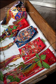 Korean Crafts, Asian Crafts, Korean Traditional, Traditional Outfits, Korean Accessories, Beautiful Costumes, Korean Art, Gold Embroidery, Handicraft
