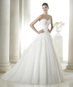 Pronovias SALLY, $599 Size: 6 | New (Un-Altered) Wedding Dresses