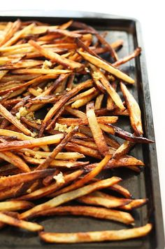 SUPER CRISPY Baked Matchstick Garlic Fries! Fast, simple and SO crispy delicious!