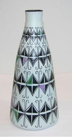 Vase - Kupittaan Savi Oy, Laine, Okki Ceramic Pottery, Pottery Art, Stig Lindberg, Ceramic Design, Vintage Pottery, Art Studios, Scandinavian Design, Metallica, Finland