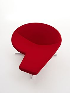 The sculptural shape of Diva gives the user multiple seating possibilities–either you can lounge in the seat with your feet resting on the integrated footrest or you just linger on the spacious seat and when having your laptop around you use the footrest as an expanded 'working place'. Either way the sculptural seat will be an eye-catcher for your interior.