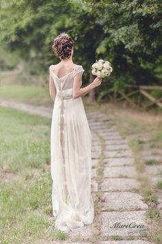 La sposa bellissima… abito de La Maison du Mariage, modella Martina Peiretti bouquet Betti Calani in anteprima… http://ift.tt/1d1rRKq