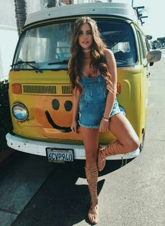 yep smile, it's the weekend, party time! Volkswagen Minibus, Vw T1, Trucks And Girls, Car Girls, Vw Camper, Campers, T6 California, Hot Vw, Bus Girl