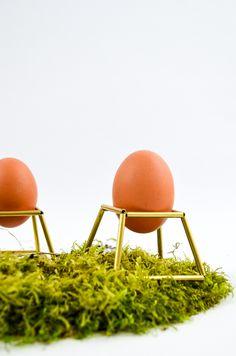 Selbst gemacht: Ostern-DIY Eierbecher aus Messing für den modernen Frühstückstisch