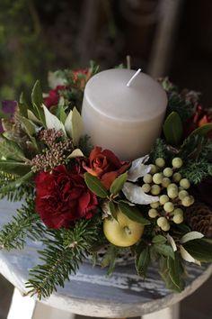 『クリスマスキャンドルアレンジメント』 Candle Arrangements, Flower Arrangements, Centerpieces, Halloween Christmas, Christmas Holidays, Merry Christmas, Beautiful Web Design, Table Flowers, Xmas Decorations