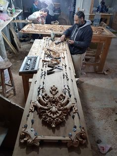 Wood Carving Designs, Paris Apartments, Entrance Doors, Wooden Doors, String Art, Door Design, Decoupage, Furniture Design, Woodworking