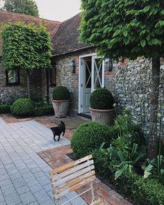 beautiful courtyard garden design ideas you have to see page 38 Back Gardens, Small Gardens, Outdoor Gardens, Courtyard Gardens, Longwood Gardens, Design Jardin, Garden Care, Garden Tips, Big Garden