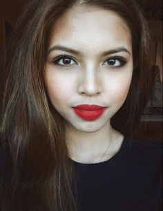 Maine Mendoza is one of the most popular celebrity today. She's popularly known as Yaya Dub or the Dubsmash Queen of the Philippines, but u. Red Lipstick Looks, Best Red Lipstick, Red Lipsticks, Mac Ruby Woo Review, Buzzfeed Style, Maine Mendoza, Ideal Girl, Best Lip Balm, Different Skin Tones