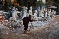 Seeing Double | Steve McCurry - myanmar
