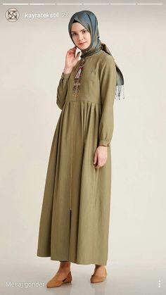 www.kayra.com.tr Haki pardesü Muslim Dress, Hijab Dress, Hijab Outfit, Linen Dresses, Modest Dresses, Modest Fashion, Hijab Fashion, Batik Blazer, Abaya Pattern