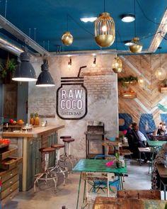 Mistura bacana de materiais em green bar (via #yunpocodiseno ) #inspiração = imagem não própria #arqsteinleitao #rawcoco #bar #arquitetura #architecture #interiordesign http://ift.tt/2dPAWYz