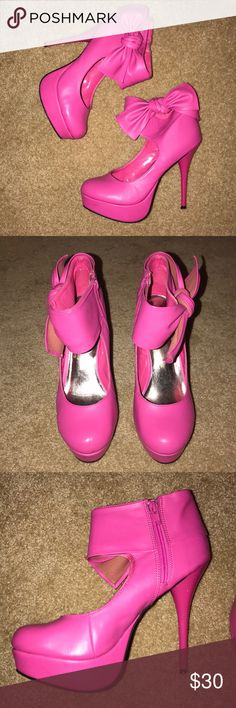 🎀 Pink heel booties with bow 🎀 Gently used  Some nicks & scratches but hardly noticeable Still in good condition  5 inch heel 1.25 inch platform No box Charlotte Russe Shoes Ankle Boots & Booties