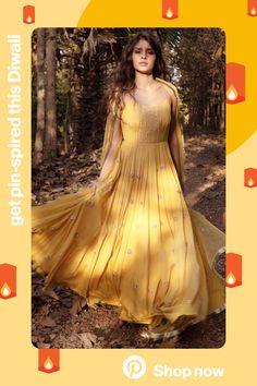 Indian Wedding Outfits, Indian Outfits, Wedding Dress, Frock Fashion, Fashion Dresses, Anarkali Dress, Lehenga, Sarees, Saree Designs Party Wear