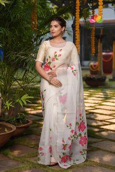 Hand Painted Sarees, Hand Painted Fabric, Blouse Designs Silk, Saree Blouse Patterns, Saree Painting Designs, Floral Print Sarees, Printed Sarees, Silk Sarees Online Shopping, Organza Saree