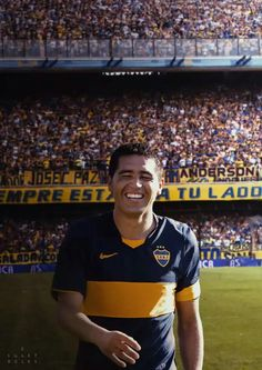#Riquelme #LaBombonera Football Stickers, Football Cards, Football Soccer, World Library, Messi, Football Players, Cas, Nostalgia, Champion