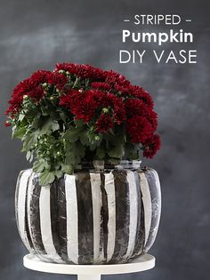 Make a striped DIY pumpkin vase for a cheap, festive decoration. Pumpkin Vase, Diy Pumpkin, Cute Pumpkin, Holidays Halloween, Halloween Fun, Harvest Crafts, Green Craft, Thanksgiving Decorations, Holiday Decorations