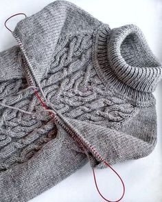 I like the idea of knitting both sleeves at the same time. Cable Knitting Patterns, Knit Patterns, Hand Knitting, Handgestrickte Pullover, How To Purl Knit, Fair Isle Knitting, Knitting Projects, Knit Crochet, Stitch