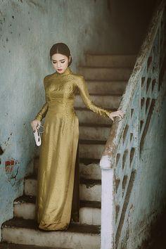 a life once lost Vietnamese Clothing, Vietnamese Dress, Vietnamese Traditional Dress, Traditional Dresses, Ao Dai, Oriental Fashion, Asian Fashion, Cheongsam Dress, Fashion 2020