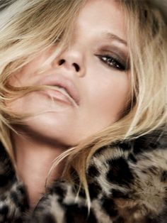 bombshell #makeup - Kate Moss rocks a brown smoky Eye look     |     Styletorch.com