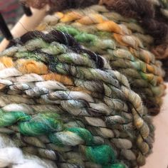 """""""Mi piace"""": 130, commenti: 3 - Jessanne S (@jessannes) su Instagram: """"This was one awesome spin! Bfl locks and art Batt corespun and bubble plied  #handspun…"""""""