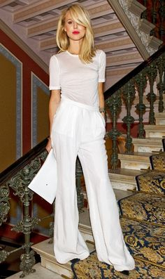 White on white: Elin Kling looking chic in basic white t-shirt, wide leg trousars & red lips #StreetStyle
