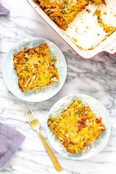 This Vegan Mexican Egg casserole gets a delicious Mexican flair with layers of roasted potatoes, onion and bell peppers, spinach, tomatoes, cheese, and fluffy tofu eggs seasoned with taco spice. You while family will gobble this easy brunch recipe up! Nut-free + gluten-free option. Easy Brunch Recipes, Vegan Breakfast Recipes, Mexican Breakfast Casserole, Egg Casserole, Tofu, Tempeh, Best Vegan Recipes, Plant Based Eating, Stuffed Peppers