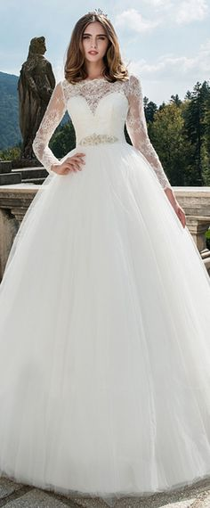 NEW! Attractive Tulle Bateau Neckline Ball Gown Wedding Dress With Lace Appliques & Beading