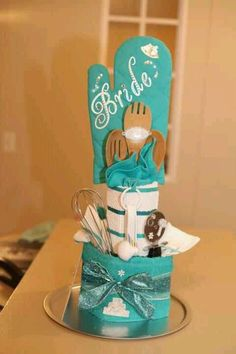 It wad super easy to make! Bridal Shower Cakes, Wedding Shower Gifts, Homemade Gifts, Diy Gifts, Wedding Towel Cakes, Housewarming Gift Baskets, Raffle Baskets, Newlywed Gifts, Kitchen Gifts
