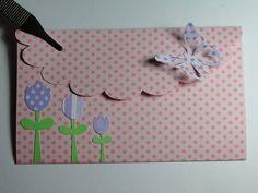 Convite em papel de Scrapbook 180gr, com detalhes em cortes de tulipas e borboleta. Escrita impressa em papel metalizado.  MEDIDAS: LARGURA - 12CM ALTURA - 7,5CM ABERTO - 19,5CM A SER IMPRESSO - 12 X 7,5CM BORBOLETAS - 3,5cm x 3cm R$ 4,50