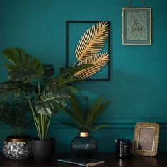 Gold Metal Palm Leaf Cut Out Artwork 28x39 | Maisons du Monde