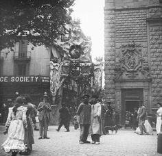 les festes de la Mercé 1902 #Barcelona AFCEC_BORDAS_X_06 Barcelona Catalonia, Old City, Vintage Photographs, Old Pictures, Madrid, Woman, Deco, Frases, Barcelona City