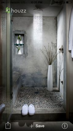 Polished plaster and grey mosaic tiles
