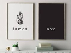 Cette affiche imprimable Harry Potter, doté d'un de vos sorts préférés et les citations, «Lumos» et «Nox», aura fière allure dans votre maison ou bureau. Montrez votre amour pour toutes choses Harry Potter avec cette magnifique pièce d'art mural qui vous transportera à Poudlard.  CETTE LISTE EST POUR UN TÉLÉCHARGEMENT INSTANTANÉ SEULEMENT. AUCUN ARTICLE PHYSIQUE NE SERA ENVOYÉ À VOUS.  B O G O D E UN L: Achetez votre première impression au prix régulier et obtenez votre deuxième…
