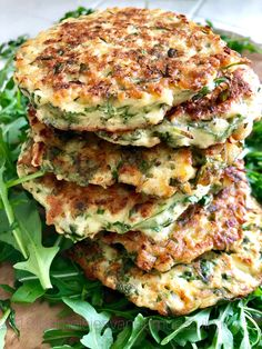 cauliflower and arugula cookies Distinctive cauliflower and arugula co. Healthy Diners, Healthy Snacks, Snacks Saludables, Vegetarian Recipes, Healthy Recipes, Good Food, Yummy Food, Diy Food, Food Videos