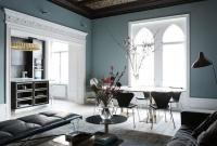 Die grauen blauen Wände sind kombiniert mit weiß getünchten Böden und gewölbten Decken für einen einzigartigen Look und ein luftiges Gefühl