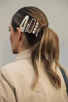 Hair Accessories For Women, Wedding Hair Accessories, Party Accessories, Latest Hairstyles, Cool Hairstyles, Unique Gifts For Girlfriend, Hair Brooch, Pulled Back Hairstyles, Hair Pulling