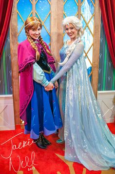 :D I would love to play Anna in Disney World! Frozen Face, Frozen Movie, Disney Frozen, Frozen Cosplay, Frozen Costume, Disney Love, Disney Magic, Disney World Characters, Frozen Elsa Dress