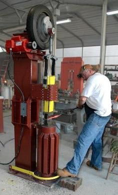 8 Homemade Power Hammer For Forging - The Self-Sufficient Living Power Hammer Plans, Blacksmith Power Hammer, Blacksmith Forge, Gas Forge, Forging Tools, Forging Metal, Metal Working Tools, Metal Tools, Wood Working