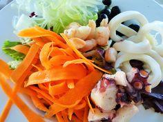 insalata di mare con verdure alla julienne