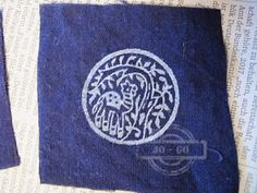 stamping with woodblocks on Cloth -  http://johanna-mixedmediafun.blogspot.de/2016/12/the-elephants-are-