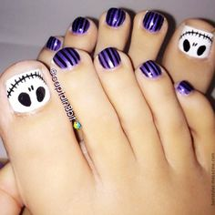 skeleton on toe nails Awesome Halloween Toe Nail Art Designs For Horror Junkies!  so cool for halloween!!!!!!!!!